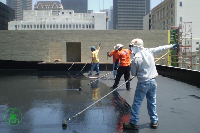 quét nhựa đường lên bề mặt sân thượng